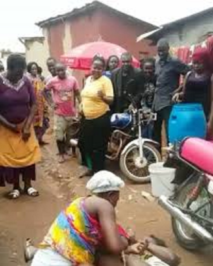 Two Market Women Trade Blows Over A Customer {Video}